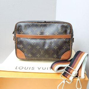 100% Authentic Louis Vuitton Monogram Compiegne 28